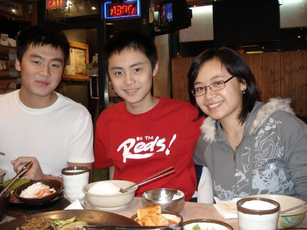 Three of us having dinner. Left is Lester, centre is Chris, and Mandy is on the right.